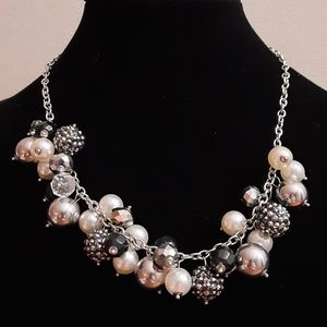🍒 Faux pearl statement silver tone necklace